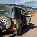Onze Russische jeep, een UAZ69, in het landschap nabij Ulaangom