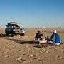 Jan & Saeed aan het ontbijt, witte woestijn