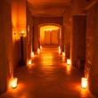 De Feynan Eco Lodge wordt met kaarsjes verlicht
