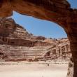 Doorkijkje naar amfitheater in Petra