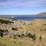 Uitzicht op Puno en het Titicacameer