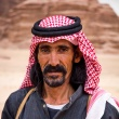 Trotse man in de Wadi Rum woestijn