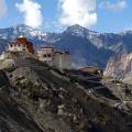 Het klooster van Tingmosgang is spectaculair gelegen