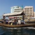 Een abra, traditionele  Arabische boot die dienst doet als watertaxi