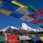 Gebedsvlaggen wapperen in de wind, Annapurna gebergte
